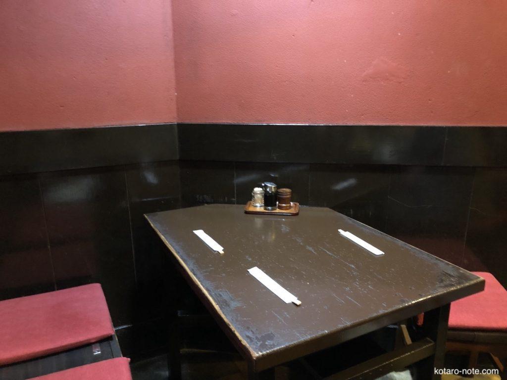 みろく庵のテーブル席